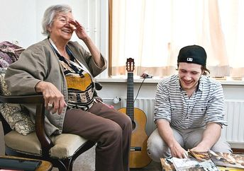 Student Jordi Pronk shares a laugh with a fellow resident of the Humanitas home