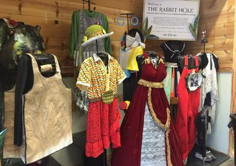 A literary fashion exhibition at the Rabit hOle