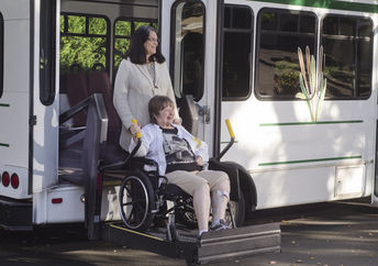 Barrier-free travel is not self-evident for people in wheelchairs (Jamie Hooper / Shutterstock.com)