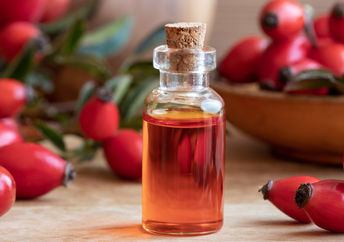 Rosehip seed oil has many benefits.