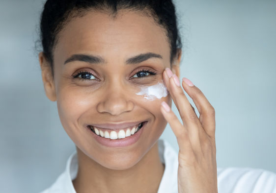 Hydraulic acid for skin benefits in an easy-to-use face cream