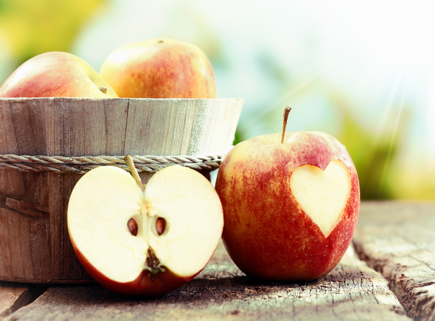 5 Reasons Why an Apple a Day Is Good for You [LIST]