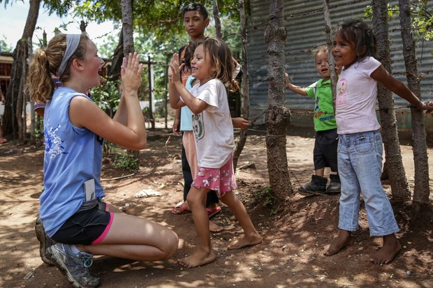 Volunteer Molly Blake spends time with Nicaraguan students.
