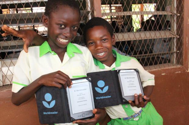 Ghana schoolgirls with their Worldreader e-readers