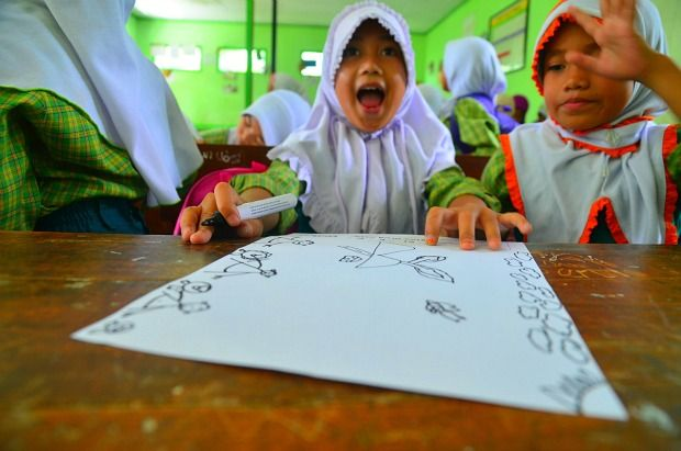 Indonesia child draws t-shirt design for Face This