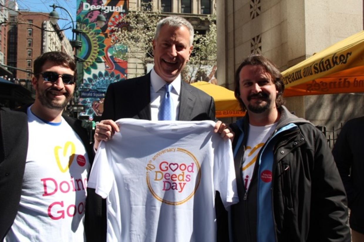 Bill de Blasio in Herald Square, New York on Good Deeds Day
