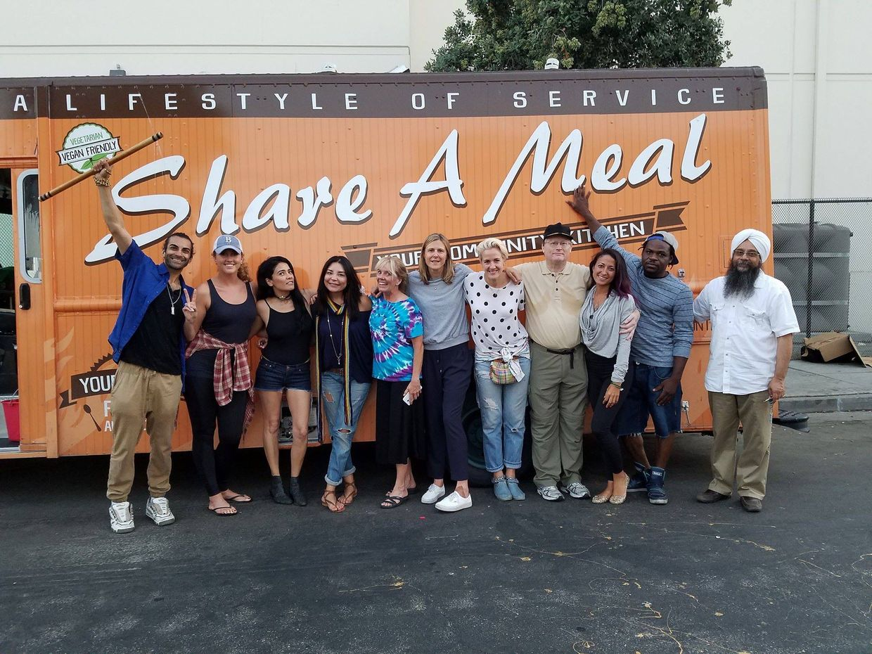 Share A Meal volunteers gather every evening to prepare and hand out tasty treats for LA's homeless population. (Share A Meal)