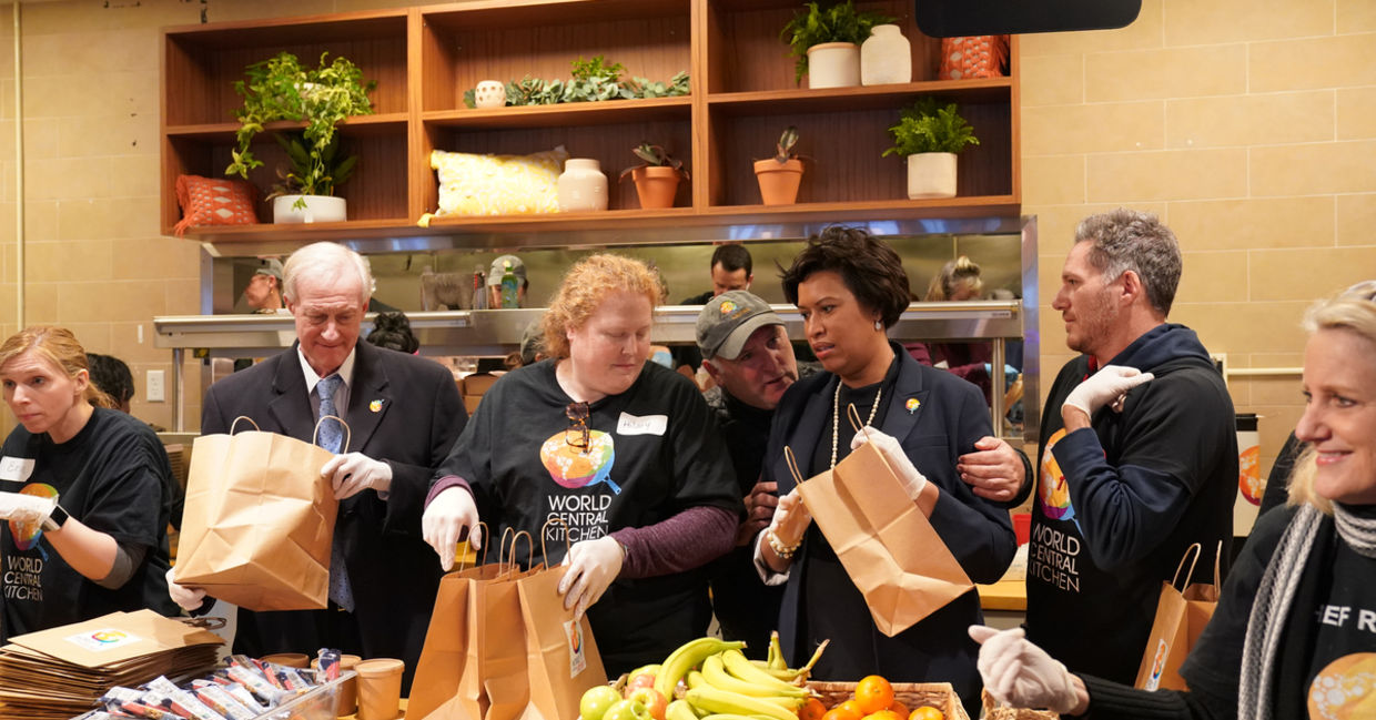 Washington, DC Mayor Muriel Bowser serving workers affected by the government shutdown at Chef José Andrés World Central Kitchen, #FoodForFeds program